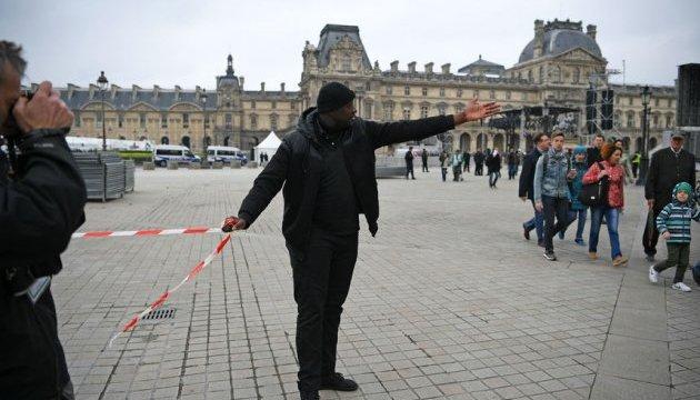 Вибори у Франції: поліція евакуювала площу перед Лувром