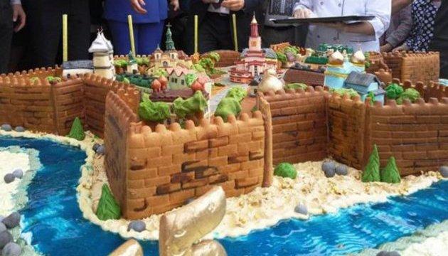 В Івано-Франківську кондитери створили 150-кілограмову «Станіславську фортецю»