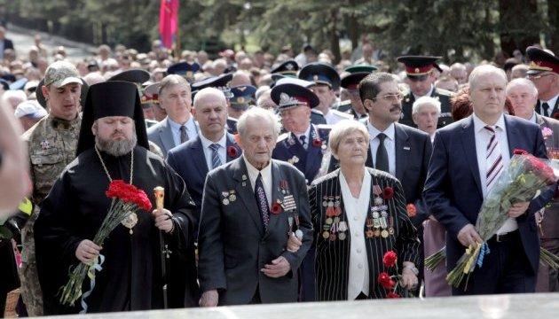 У Харкові покладання квітів до Меморіалу слави минуло без інцидентів