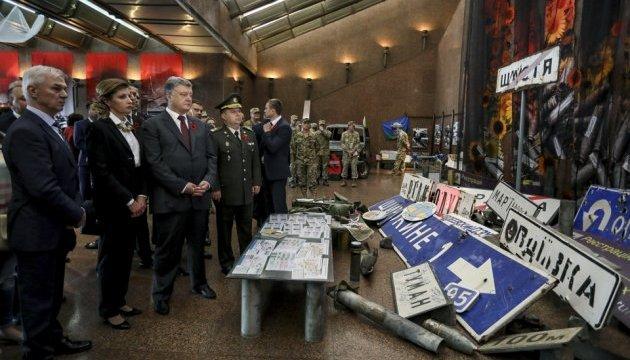 Президентське подружжя відвідало виставку «Український Схід»