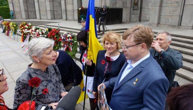 У Берліні рідні українських заручників закликали тиснути на Путіна і бойовиків