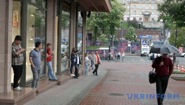 Українців попереджають про грози та шквали