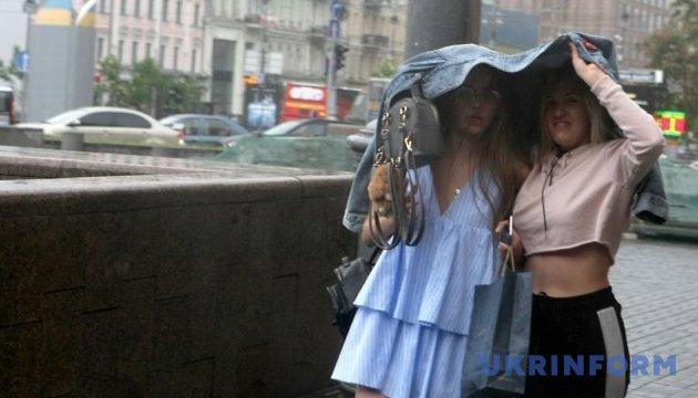 Завтра в Україні пройдуть теплі дощі