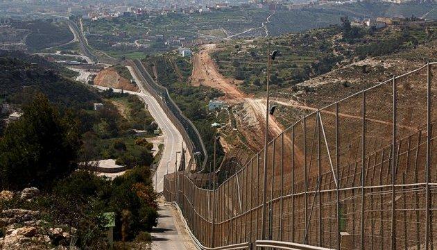 Із Марокко в Іспанію через паркан знову пробралися десятки мігрантів
