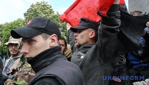 У Києві біля обеліска Слави сталася штовханина через прапор УПА