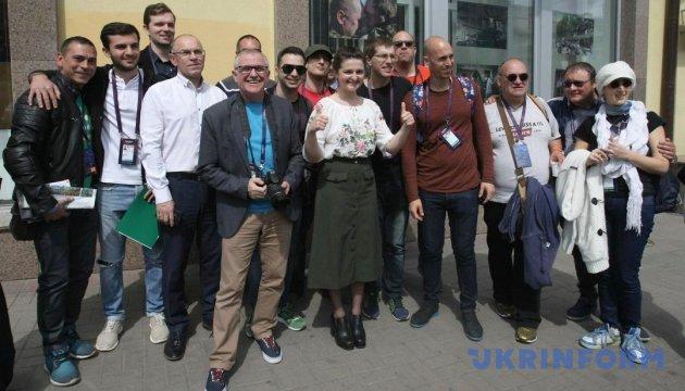 Мінінформ презентував іноземним журналістам фотовиставку з АТО