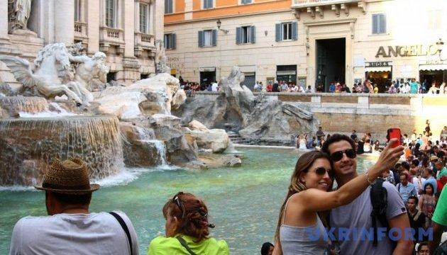 У Римі хочуть захистити фонтан Треві від туристів
