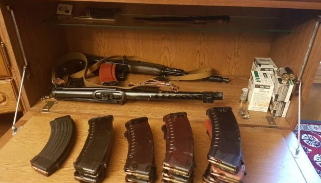 Таможенники обнаружили оружие в посылках для украинских заробитчан в Италии