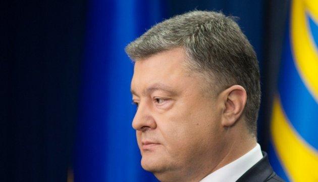 Порошенко привітав українців з Днем матері