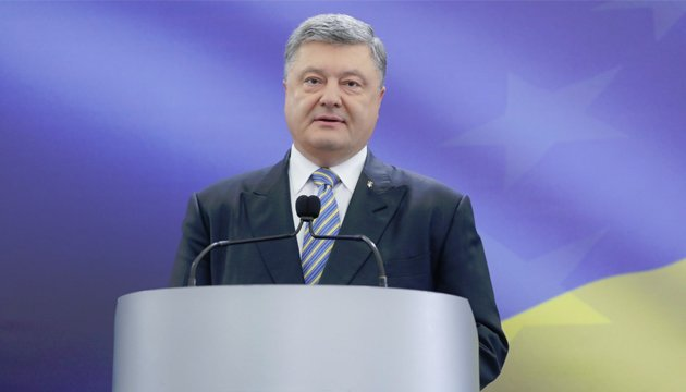 President Poroshenko congratulates journalists on professional holiday