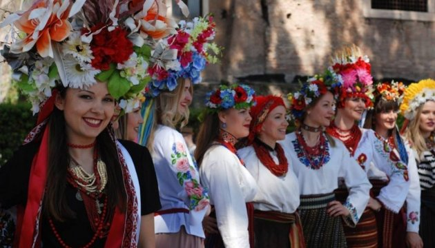 Ukrainian women in embroidered shirts walk in fashion parade along streets of Rome. Photos