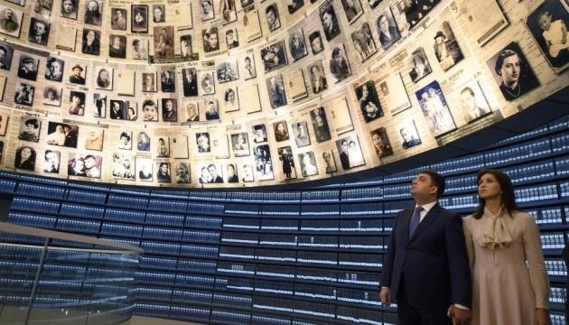 Голокост показує, до чого призводять тоталітарні ідеології - Гройсман