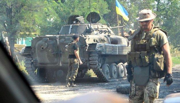 АТО: 19 ворожих обстрілів, біля Пісків поранений український воїн