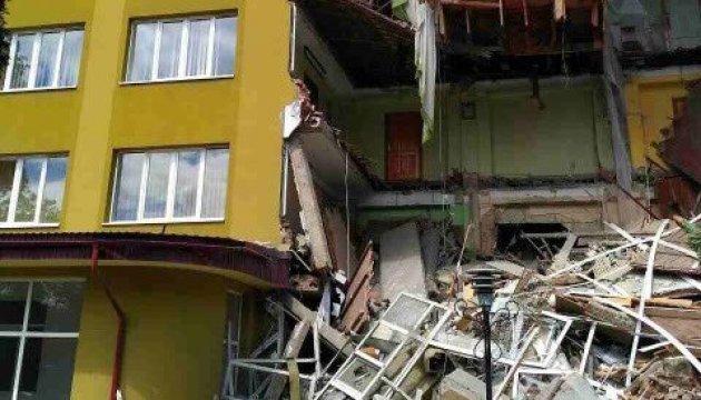 Обвал коледжу на Прикарпатті: рятувальники відкидають версії вибуху і терактів