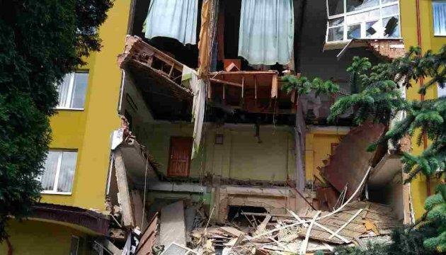 Рятувальники розбирають завали коломийського коледжу