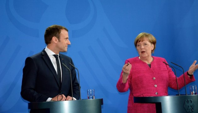 Меркель у Парижі обговорюватиме справу Скрипаля