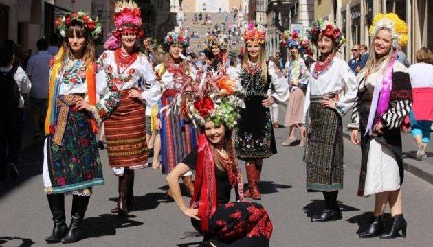 Українки у вишиванках влаштували дефіле столицею Італії