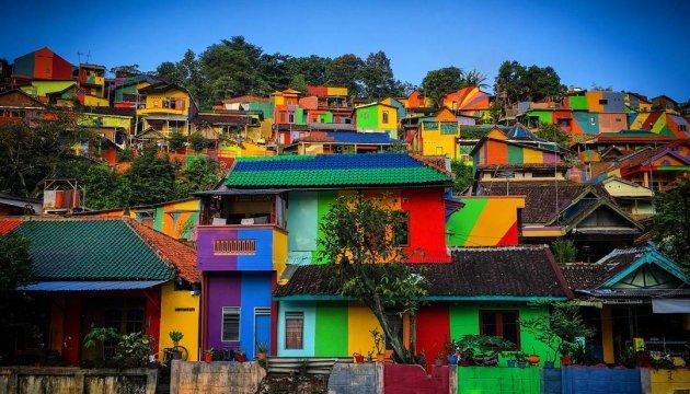 Індонезійське село стало різнобарвним