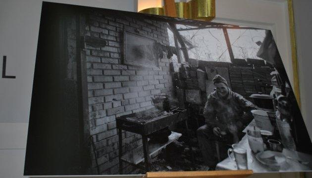 У Варшаві стартувала виставка про будні АТОшників у промзоні Авдіївки