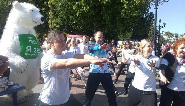 У центрі Києва провели ранкову зарядку на підтримку медреформи