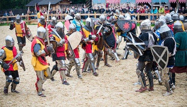 Під Києвом відбудуться масові бої на мечах