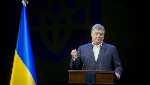 Poroshenko insta al G-7 a no darle a Moscú la oportunidad de continuar la agresión contra Ucrania