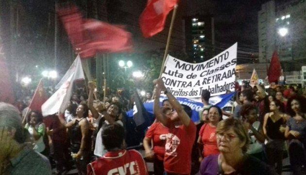 Протести у Бразилії: люди вимагають вакцин та імпічменту президента