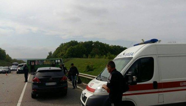Масштабна ДТП під Харковом: зіткнулися три машини й автобус - 11 постраждалих