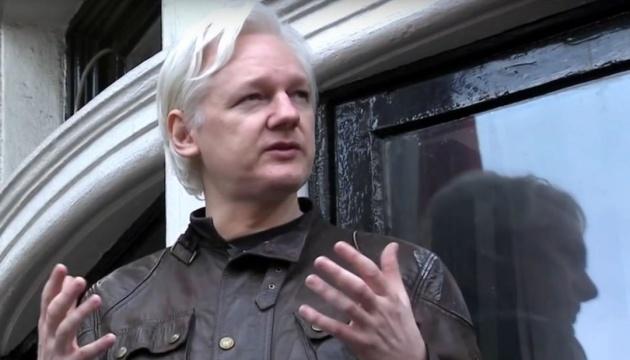 Британія й Еквадор таємно домовляються про видворення Ассанжа з посольства - ЗМІ