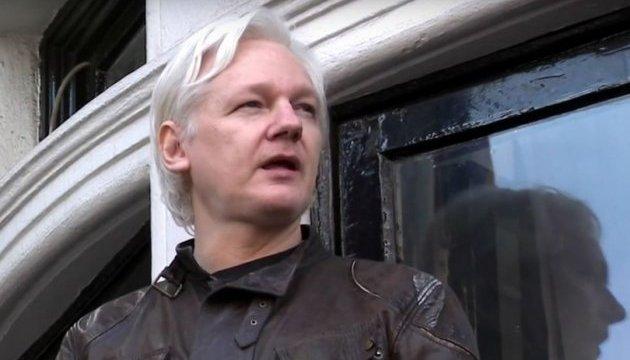 Основатель Wikileaks Ассанж стал гражданином Эквадора