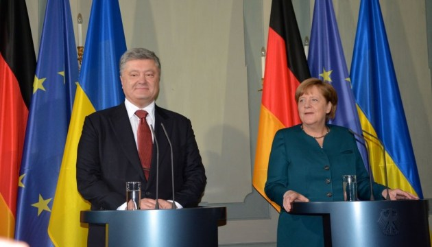 Poroshenko, Merkel during phone talk stress importance of Ukrainian hostages release by year-end