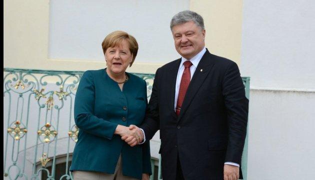 Poroshenko, Merkel to agree upon details of peacekeeping mission in Donbas