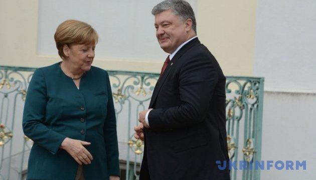 Порошенко завтра говоритиме з Меркель про миротворців на Донбасі