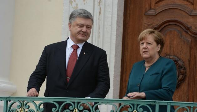 Порошенко обсудил с Меркель