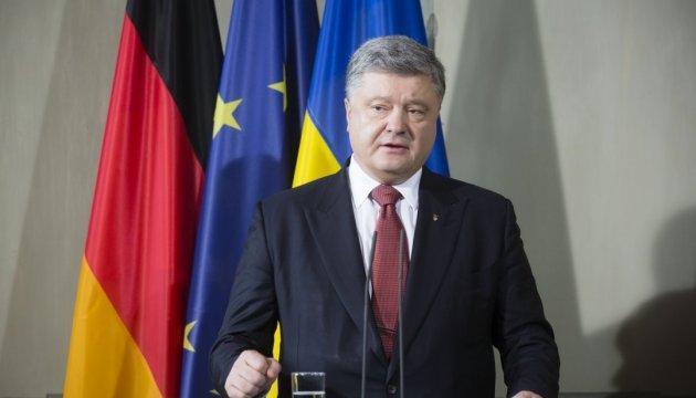 Порошенко: Комуністичним ідолам в Україні немає і не буде місця