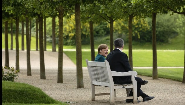 Poroshenko, Merkel coordinate approaches for implementing initiative on UN peacekeepers in Donbas