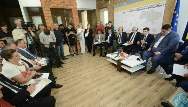В День Европы Зубко открыл в Житомире региональный офис децентрализации
