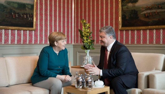 President Poroshenko congratulates Angela Merkel on her birthday