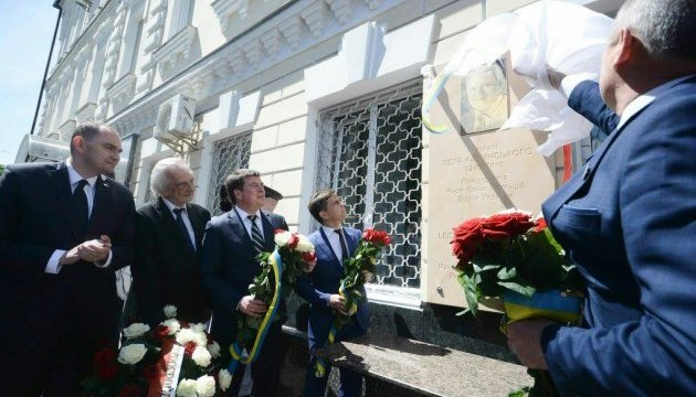 У Житомирі відкрили меморіальну дошку Леху Качинському