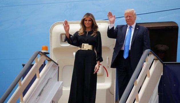 Німецькі ЗМІ вказали на непокриту голову Меланії Трамп у Саудівській Аравії