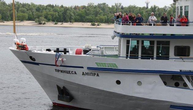 До Києва вперше за три роки зайшов круїзний теплохід