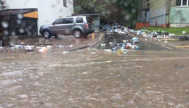Садовому не соромно, винні вороги!: Потужна злива перетворила вулиці Львова на