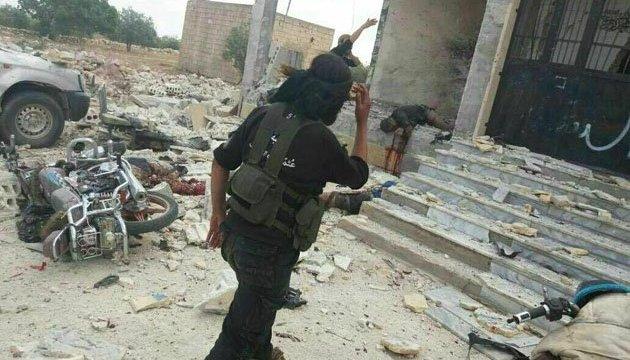 Повстанцы захватили в Сирии базу правительственных войск