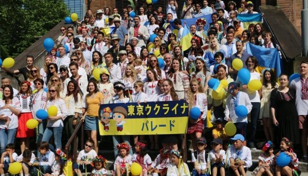 В японських містах пройшли паради вишиванок