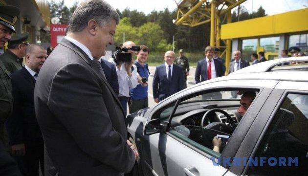 Порошенко: На кожному пункті пропуску на кордоні з ЄС має бути стаціонарний сканер