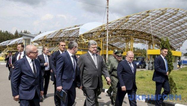 Українці вже оформили понад 3,5 мільйона біометричних паспортів - Порошенко