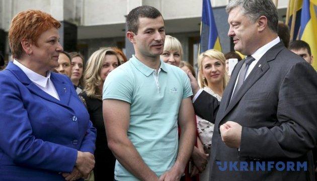 Порошенко запросив учасника «Ігор нескорених» летіти президентським літаком