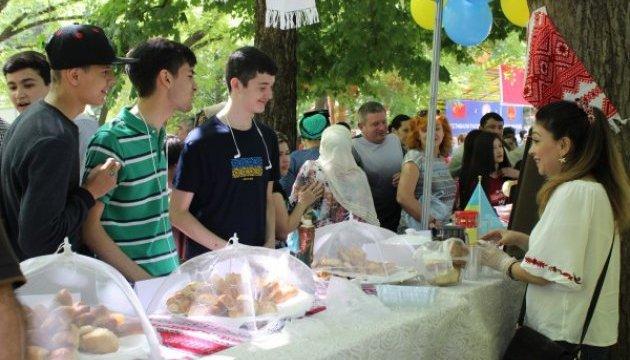 Українське посольство долучилося до благодійного фестивалю в Душанбе