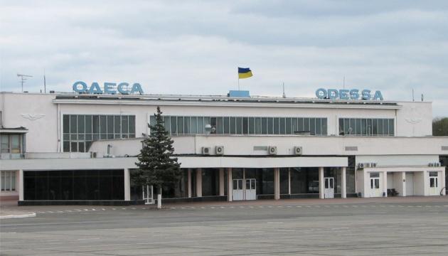 Одеський аеропорт на пів дня призупиняє обслуговування рейсів