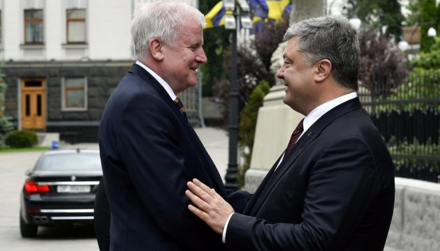 Порошенко розказав прем'єру Баварії про нові спроби РФ підірвати Мінські угоди